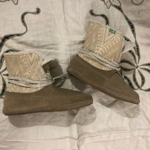 Sanuk mocc Style Booties